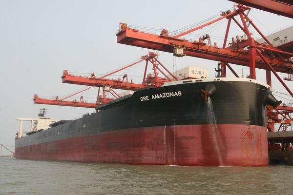三十万吨级船舶首次靠泊连云港港
