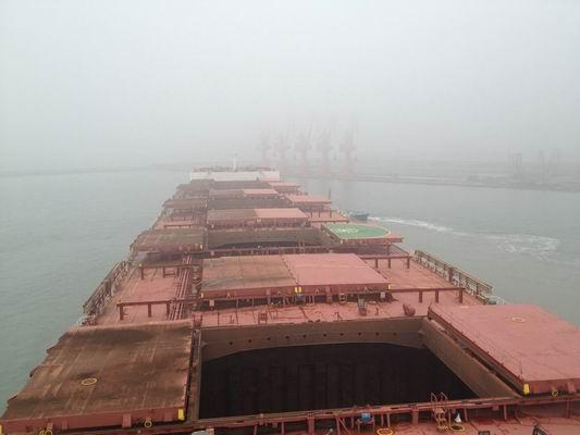 青岛港引航站董家口港区首次成功完成cape船移泊作业