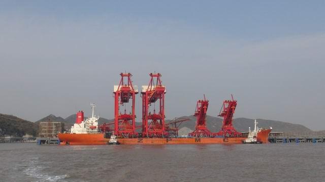 鼠浪湖岛矿石中转码头工程由衢黄公司
